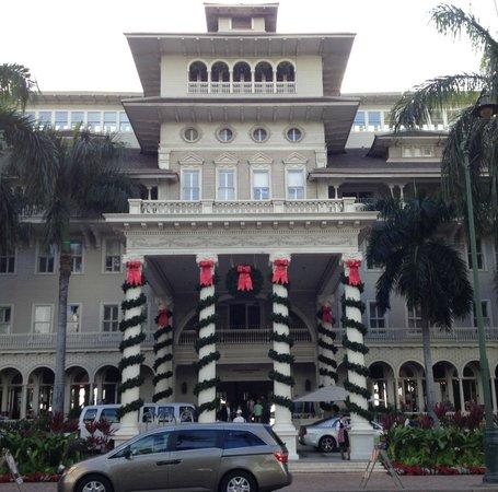 Moana Surfrider, A Westin Resort & Spa : クリスマスバージョンの正面