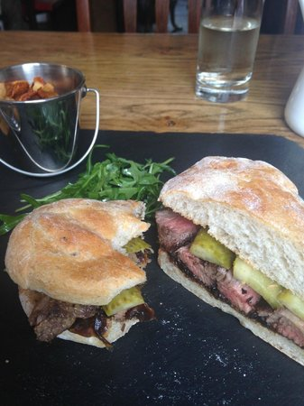Kings Arms: Hot Beef Sandwich