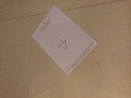 Peace Laguna Resort : stains on the floor