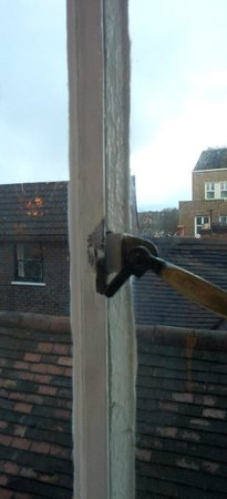 The Lion Hotel Shrewsbury by Compass Hospitality: bodged up window wont shut