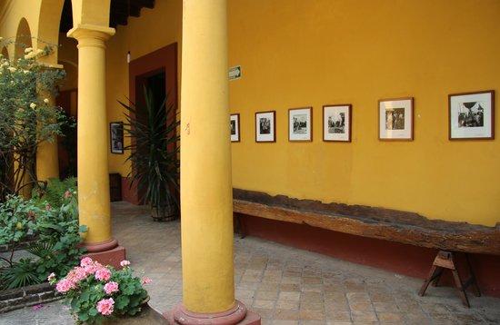Na Bolom Cultural Centre: Corridor