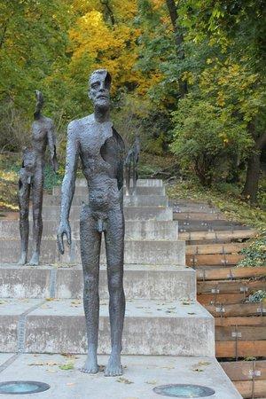 Mala strana: Памятник разлагающемуся человеку
