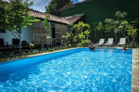 Pondok Ijo Guest House: swimmingpool