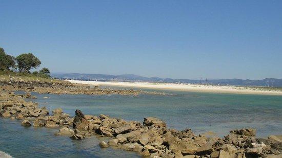 Barco Islas Cíes - Cruceros Rias Baixas: с другой стороны открытый океан, так что ветер на этом участке достаточно сильный