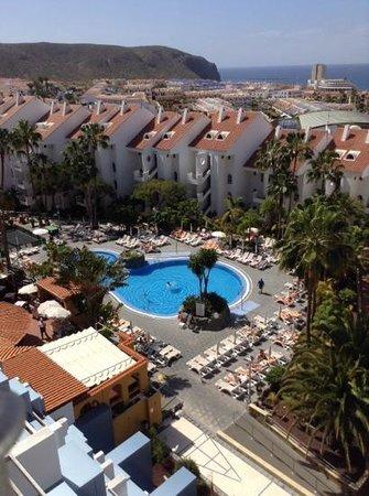 Paradise Park Fun Lifestyle Hotel: Innenhof mit Schwimmbäder