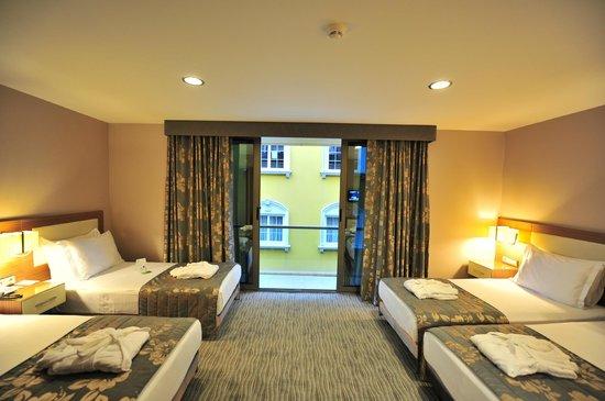 Yasmak Comfort Hotel: Triple room