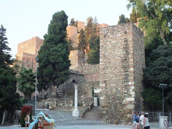 Вход в Alcazaba