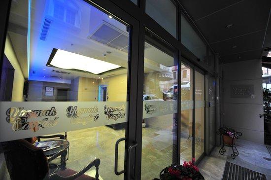 Yasmak Comfort Hotel: Entrance