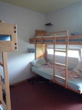 Zurich Youth Hostel: четырехместный номер