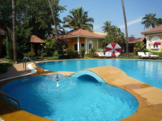 Casa De Goa Boutique Resort : Pool and Villa