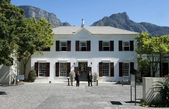 Vineyard Hotel: Facade