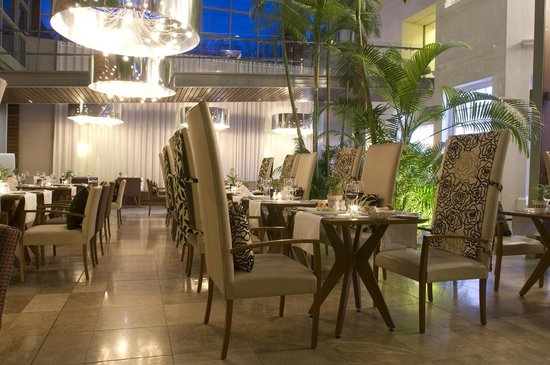 Vineyard Hotel: The Square Restaurant