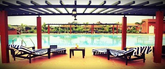 Vijayshree Resort & Heritage Village: The über-cool pool at Vijayshree