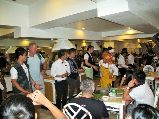 The Singing Cooks & Waiters : Staff and Diners getting in on the fun