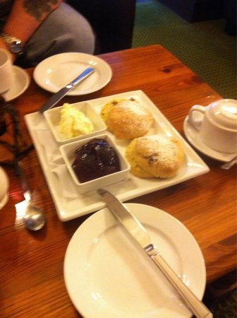 Letterfinlay Lodge Hotel: Cream tea