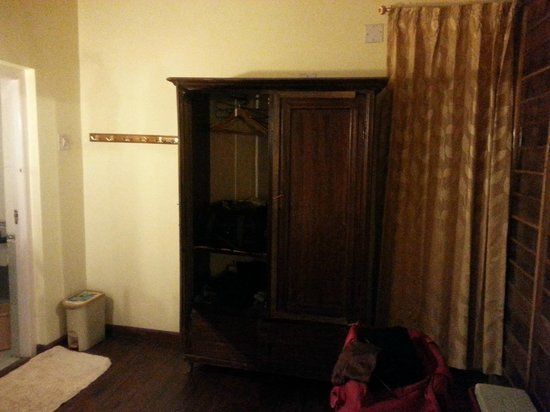 Red Hill Nature Resort: Room view - cupboards