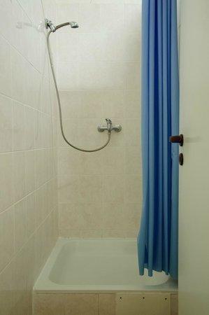 AZ Hostel: Shower