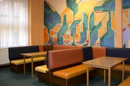 AZ Hostel: Common room