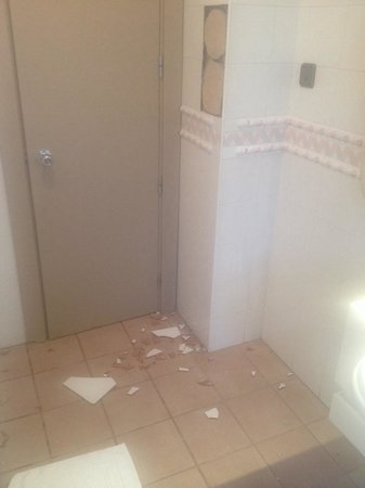 hotel Cigarral Doménico: Azulejos del cuarto de baño.