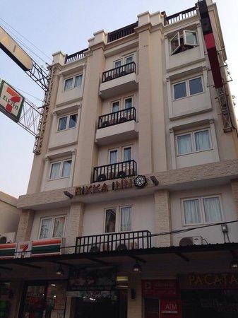 Rikka Inn: Outside of hotel