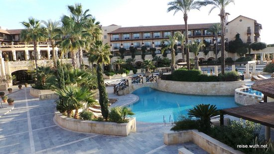 Elysium Hotel: Pool & Hotel