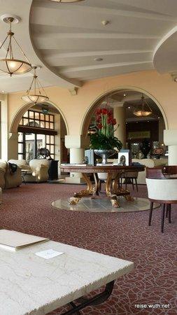 Elysium Hotel: Täglich wechselnd wurde Nachmittags in der Lobby Klavier & Harfe gespielt