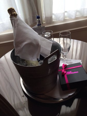 The Dunstane Hotel: Champers