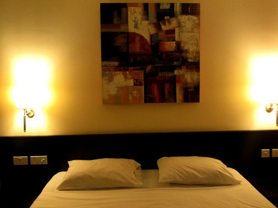 Bayview Hotel & Apartments: Master's Bedroom