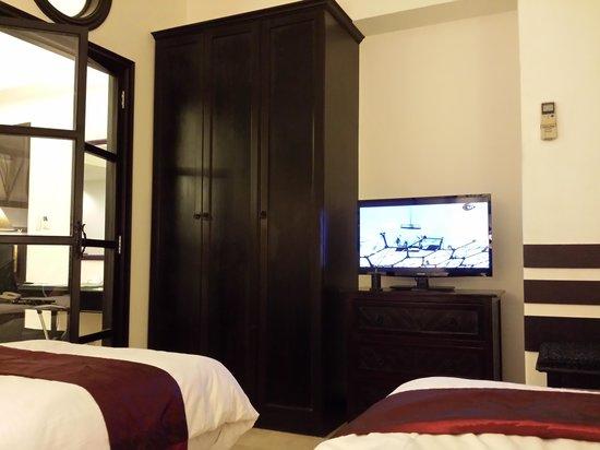 Vivere Hotel: room had 2 flat screen TVs
