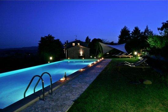 Villa Pulciana : La piscina di notte