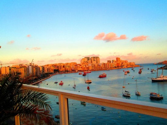 Bayview Hotel & Apartments : View of Sliema at the Rooftop Poolside