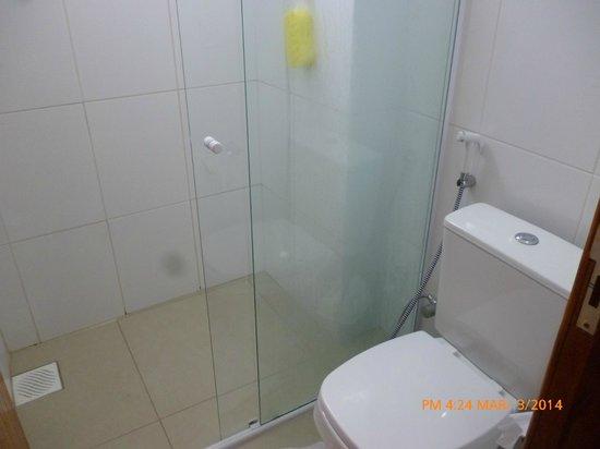 Ilha Norte Aparthotel: el baño ,no esta incluido el lavatorio solo tiene guater