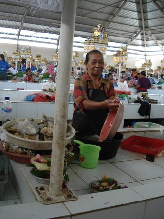 Caraway Cooking Class: We visited a market before starting our class.