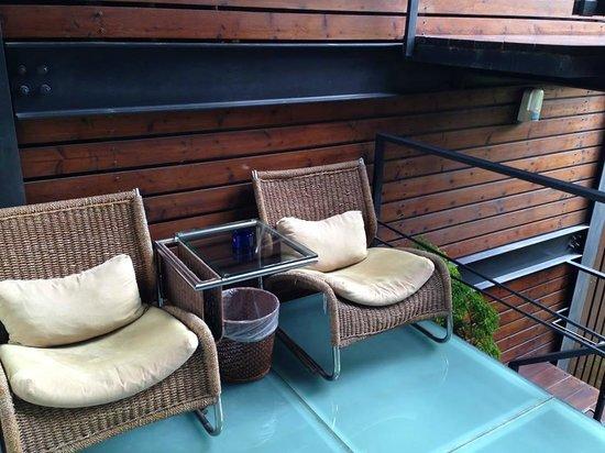 Timing House: Doris Room's balcony