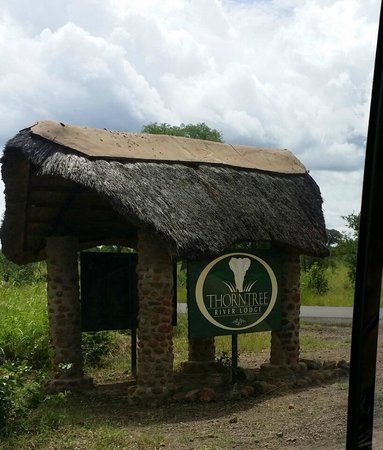 Thorntree River Lodge: Entrance to the lodge