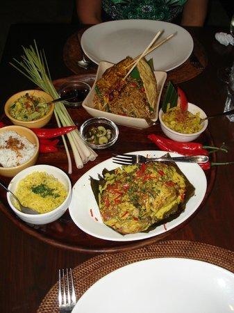 Bumbu Bali: Ayam Betutu (Chicken with Balinese Spices in Banana Leaf)