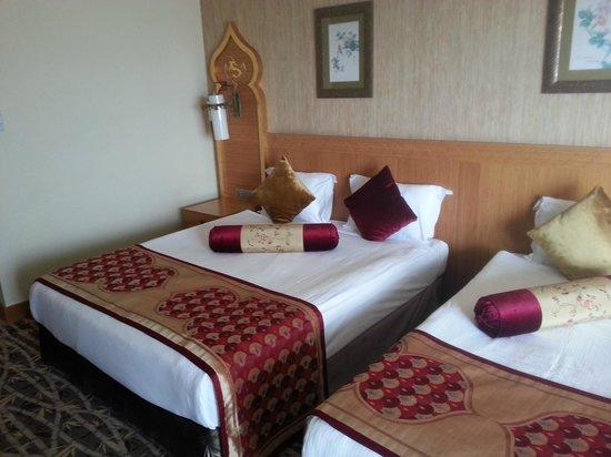 Royal Dragon Hotel : Zimmer