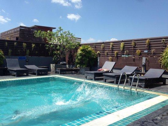 Platinum Hotel: Бассеин
