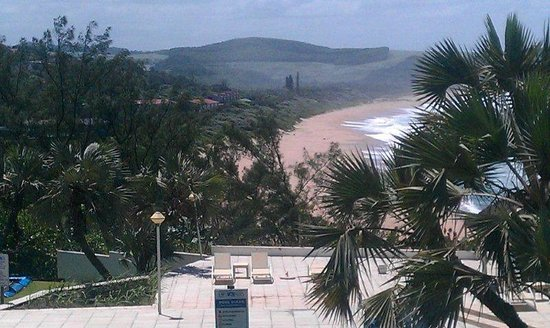 Blue Marlin Hotel: Beach from pool