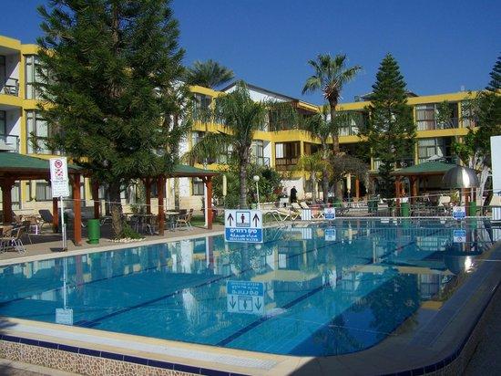 Ron Beach Hotel: Hotel view