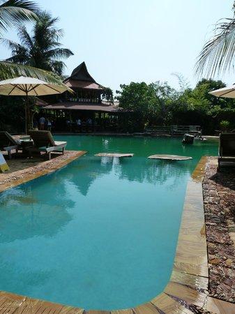 Veranda Natural Resort : Piscine agréable mais propreté à revoir