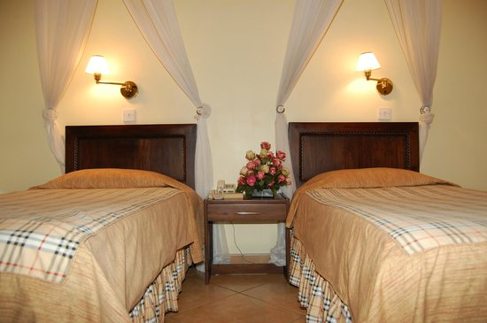 New Safari Hotel: Twin Bed Room