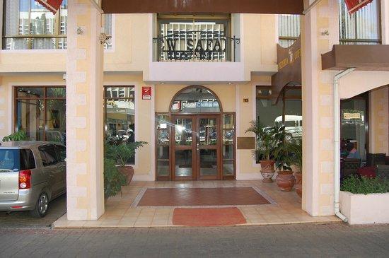 New Safari Hotel: Main Entrence