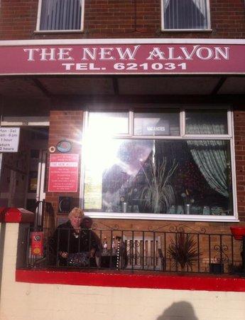 The New Alvon Hotel : front ot hotel