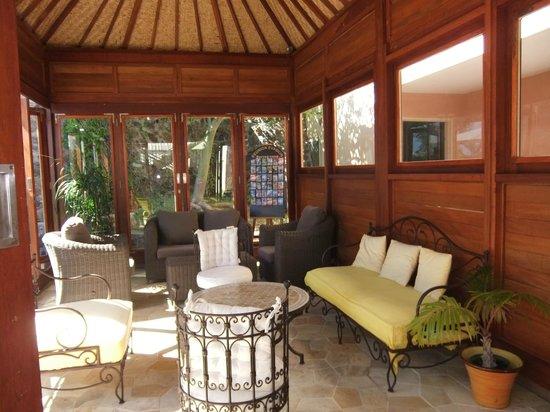 Le Kerveguen: Sous le patio