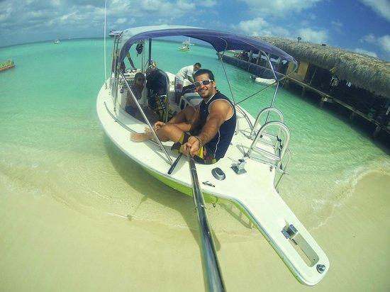 Fun 4 Every 1 Watersports Aruba: Barco - Boat