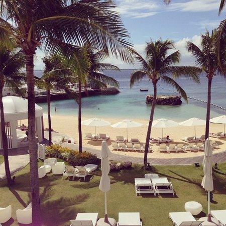 Mövenpick Hotel Mactan Island Cebu : View from the pool