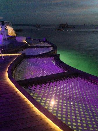 Mövenpick Hotel Mactan Island Cebu : Ibiza Beach club at night