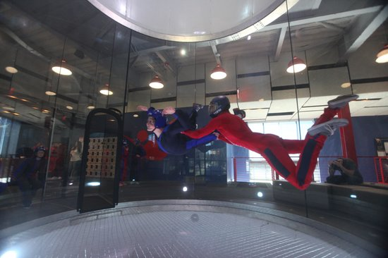 iFLY Indoor Skydiving: 12 year old - perfect form, best flyer of the group