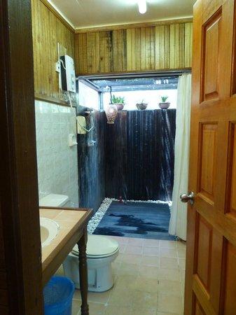Sipadan Mabul Resort: Beach Bungalow Bathroom